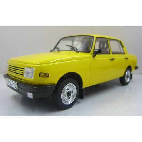 1 18 voiture miniature de collection wartburg 353 jaune 1985 mdg vente de voitures miniatures. Black Bedroom Furniture Sets. Home Design Ideas