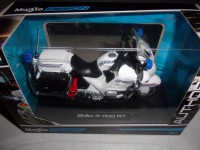 1/18 MOTO MINIATURE DE COLLECTION FORCES DE L'ORDRE POLICE BMW R 1100 RT -MAISTO39056