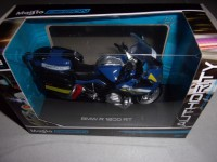 1/18 MOTO MINIATURE DE COLLECTION FORCES DE L'ORDRE GENDARMERIE BMW R 1200 RT MAISTO39056