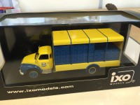 1/43 CAMION MINIATURE DE COLLECTION BEDFORD TJ 6S - MAES PILS 1965-IXOMODELS