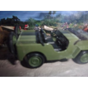 1/43 DIORAMA VEHICULES MILITAIRES WILLYS JEEP M606 OCTOPUSSY JAMES BOND 007-IXO ALTAYA