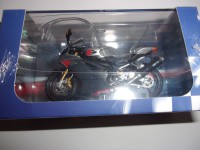 1/24 MOTO MINIATURE DE COLLECTION APRILIA RSV 1000R EDITION ATLAS