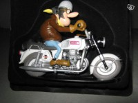 Figurine-Joe Bar Team moto Guzzi 750 v7 n°10